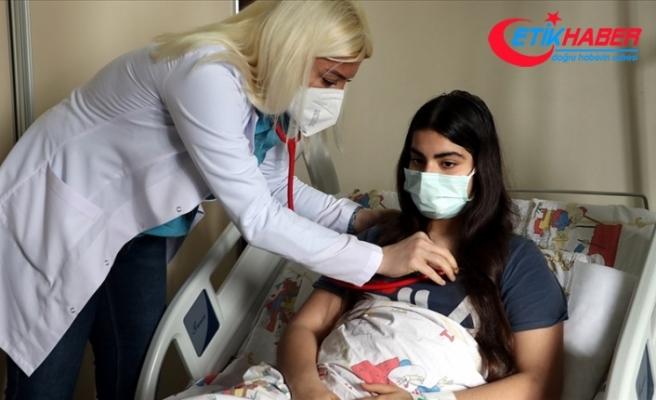 Atlattığı Kovid-19'un ardından 'MIS-C' teşhisi konulan 14 yaşındaki Eylül, iyileşeceği günü bekliyor