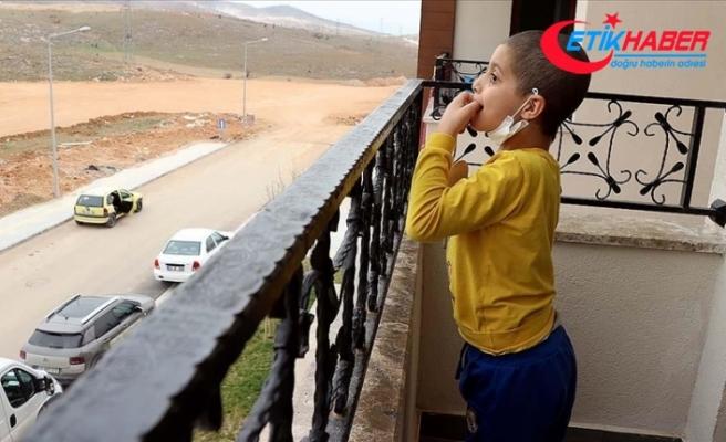 Cumhurbaşkanı Erdoğan'ın tedavisini üstlendiği küçük Taha hayalindeki balkonlu eve kavuştu