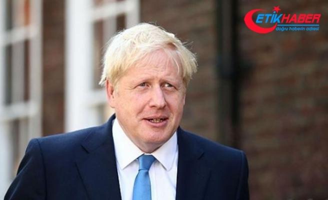 """İngiltere Başbakanı Johnson: """"Millet, Kraliçe ile yas tutuyor"""""""