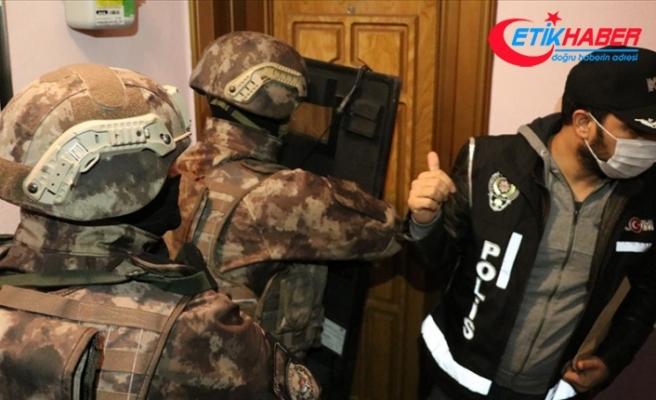 İzmir merkezli 49 ilde FETÖ'nün TSK ve emniyet yapılanmasına yönelik operasyonda 54 zanlı yakalandı