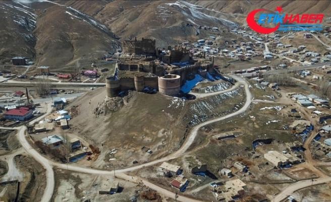 'Kartal yuvası'nı andıran Hoşap Kalesi 30 milyon liralık projeyle eski ihtişamına kavuşturulacak