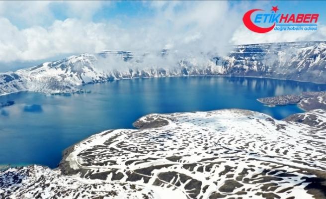 Nemrut Krater Gölü karlı görüntüsüyle de etkileyici