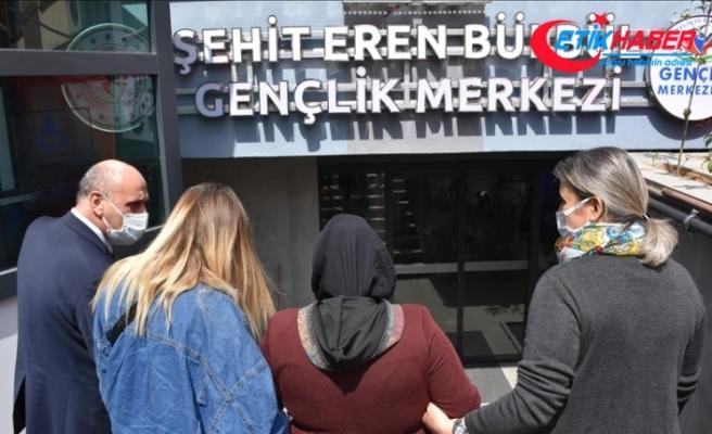 Şehit Eren Bülbül'ün annesi oğlunun isminin verildiği gençlik merkezini ziyaret etti