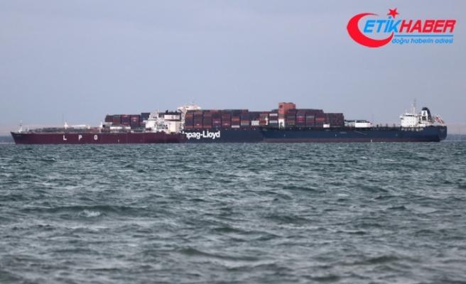 Süveyş Kanalı'ndaki tankerin motor arızası nedeniyle trafik yavaşladı