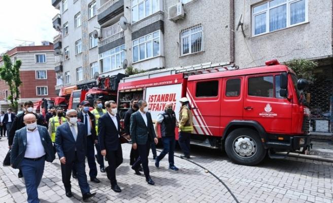 İstanbul Valisi Ali Yerlikaya, çöken 5 katlı binada incelemelerde bulundu