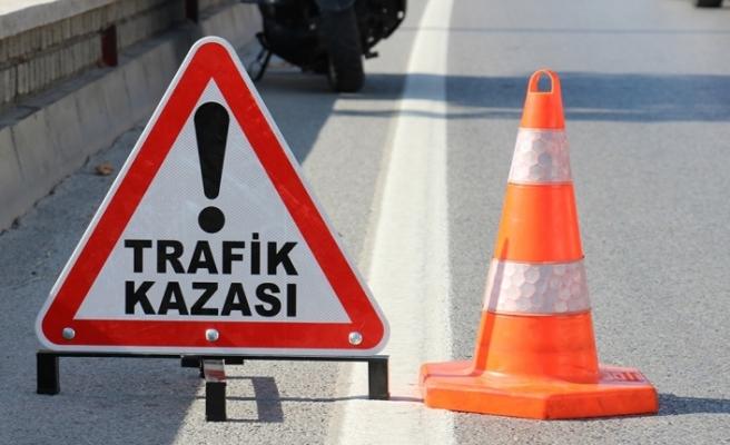 Aksaray'da otomobil bariyerlere saplandı: 2 ölü, 4 yaralı