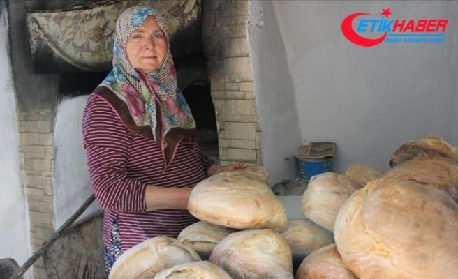 Ailesi için taş fırında pişirdiği köy ekmekleri gelir kaynağı oldu