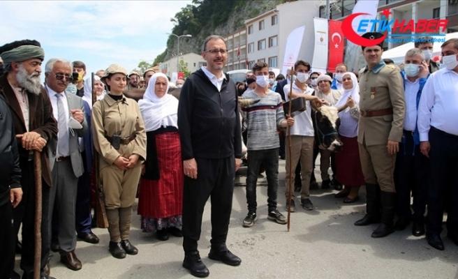 Bakan Kasapoğlu 'Atatürk ve İstiklal Yolu Yürüyüşü'ne katıldı