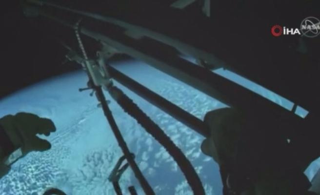 Kozmonotların uzay yürüyüşünde Dünya görüntülendi