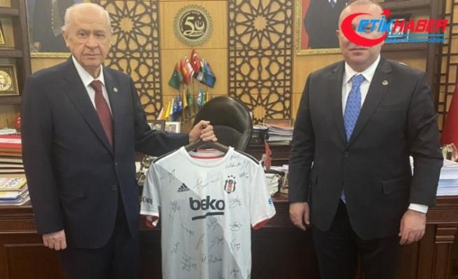 MHP Lideri Devlet Bahçeli'den şampiyon Beşiktaş'a teşekkür