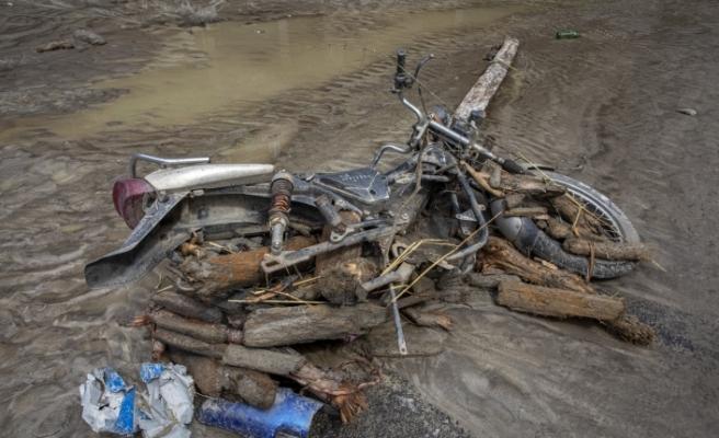 Nepal'i sel ve heyelan vurdu: 11 ölü, 25 kayıp