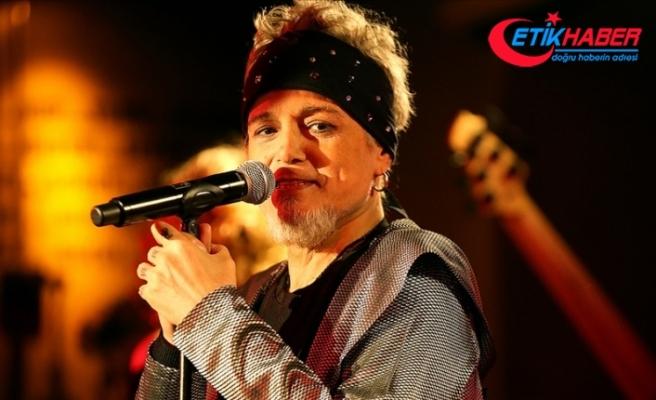 1990'lı yılların çok yönlü sesi: Harun Kolçak