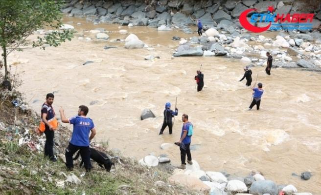 AFAD: Rize'de kaybolan 2 vatandaşı arama çalışmaları, 57'si dalgıç olmak üzere 244 personel ile sürüyor