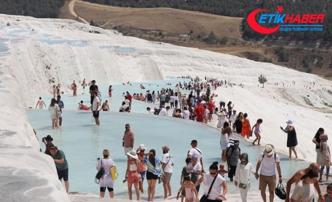 'Beyaz cennet' Pamukkale'yi bayramda 121 bin kişi ziyaret etti