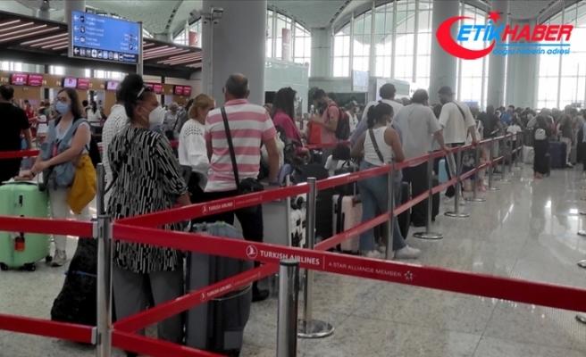 İstanbul havalimanlarında bayram tatili dönüşünde yolcu ve uçuş sayısı rekorları kırıldı
