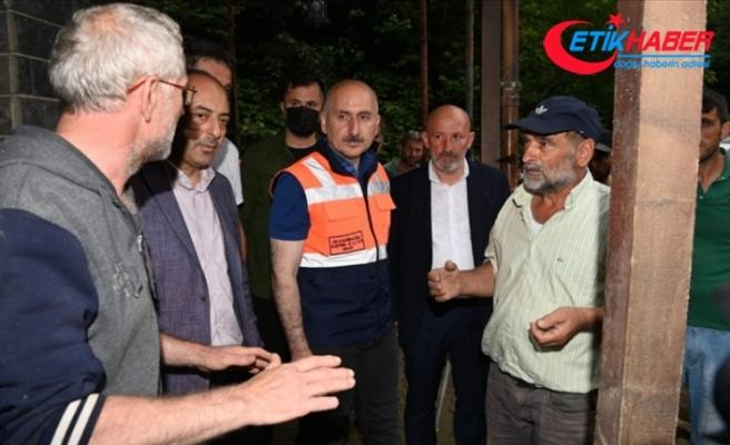 Ulaştırma ve Altyapı Bakanı Karaismailoğlu, Artvin'de selin etkili olduğu alanları inceledi