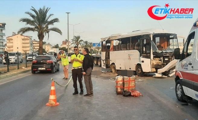 Antalya'da tur midibüsünün devrilmesi sonucu 3 kişi öldü, 16 kişi yaralandı