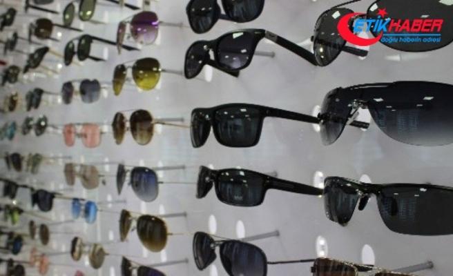 Camın rengi değil UV koruması önemli