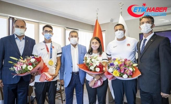 Olimpiyat şampiyonu Mete Gazoz: Madalyamızı alıp buraya mutlu bir şekilde geldik