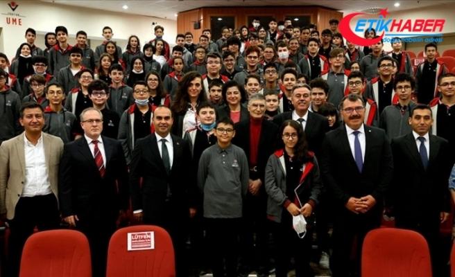 Nobel ödüllü Türk bilim insanı Aziz Sancar, geleceğin parlak beyinleriyle buluştu