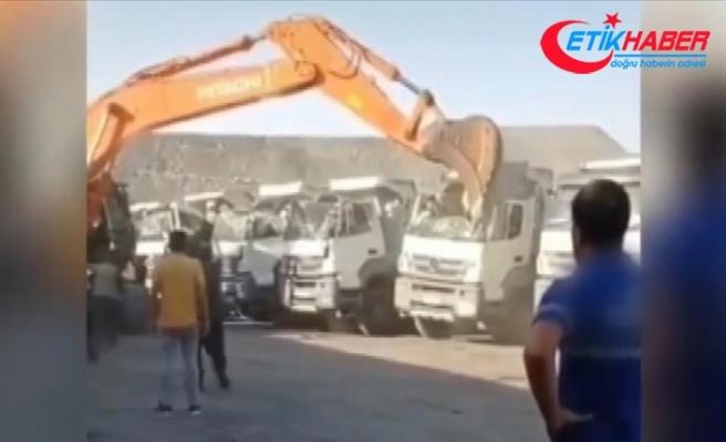 Şırnak'ta ücretini alamayan işçi iş makinesiyle kamyonların kabin kısmını ezdi