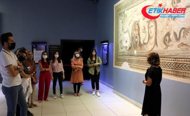 Zeugma Mozaik Müzesi'nin 'gönüllü gençleri'ne tarihi ortamda müzecilik deneyimi