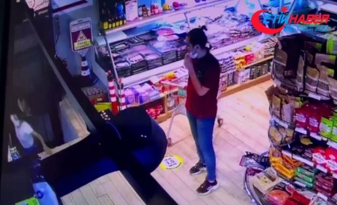 Alışveriş için gittiği markette asansör boşluğuna düştü