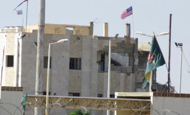 Telabyad'daki 4 ABD bayrağından 3'ü indirildi