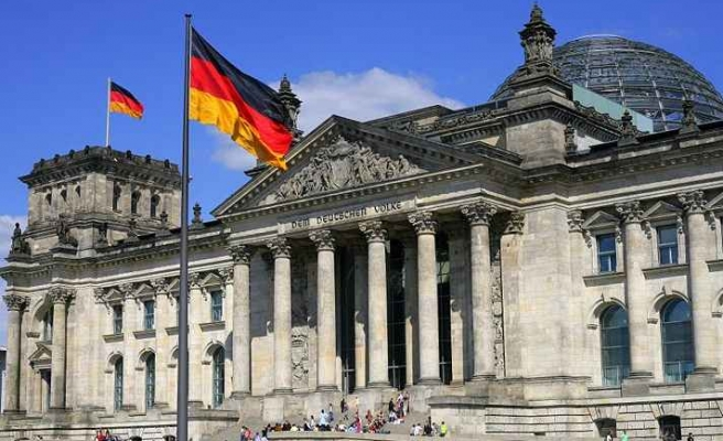 Alman Hükümet Sözcüsü Seibert: Muhalefete yönelik girişimler alarm verici