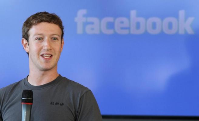 Zuckerberg'in sosyal medya hesapları hack'lendi!