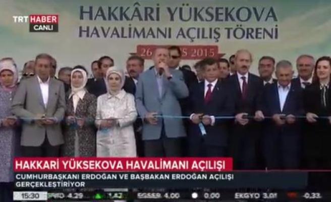 TRT bu sefer doğruyu söyledi: Davutoğlu'nu görmezden geldi