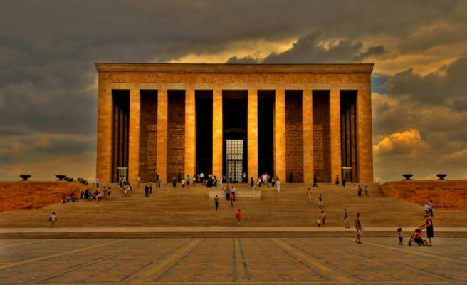 Anıtkabir devlet töreninin ardından vatandaşların akınına uğradı
