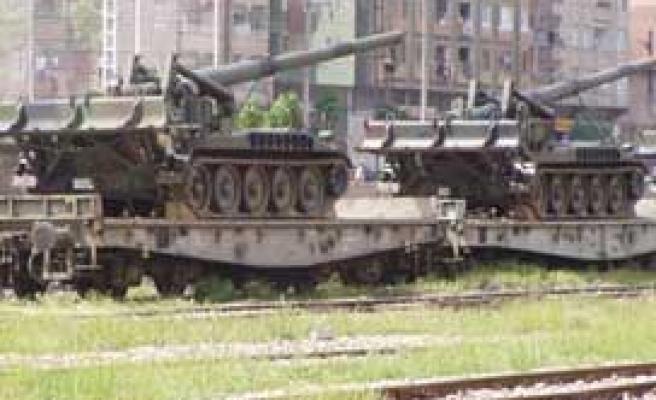 Şanlıurfa'dan 'Fırat Kalkanı' operasyonuna askeri sevkiyat