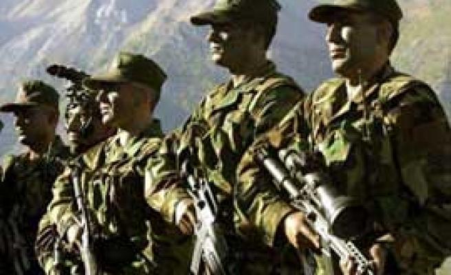 Hakkari'de operasyon: 20'den fazla PKK'lı öldü, 1 şehit ve 6 yaralı var
