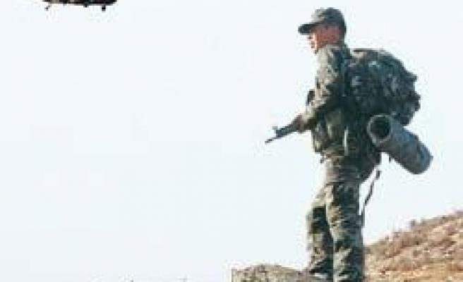 Çaldıran'da çatışma: 8 şehit, 11 PKK'lı ölü ele geçti