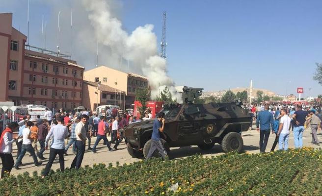 Elazığ'da İl Emniyet Müdürlüğüne bombalı saldırı: 3 şehit