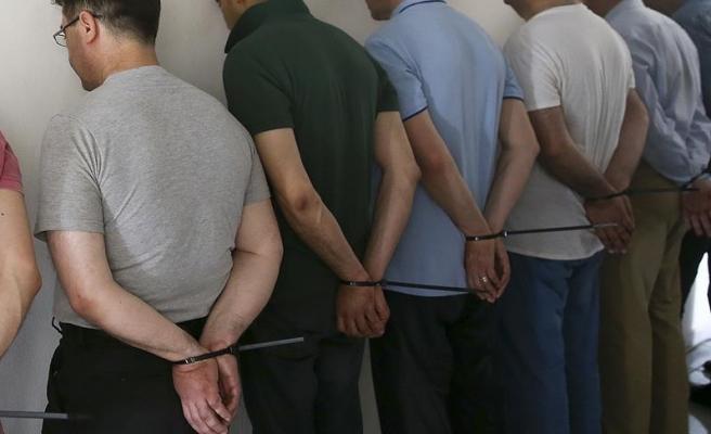 Kars'ta adliyeye sevk edilen 43 askerden 20'si tutuklandı