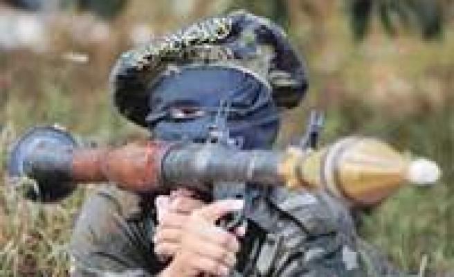 Bingöl'de yol kesen PKK'lılar 5 aracı ateşe verdi, 1 şoförü yakmak istedi