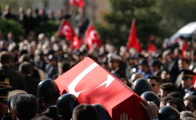 Hakkari'de şehit polisler için hazin tören