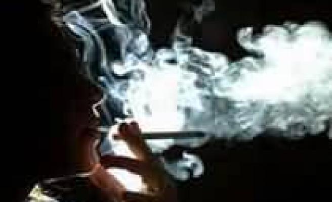 Gençlerde sigara içme oranı arttı