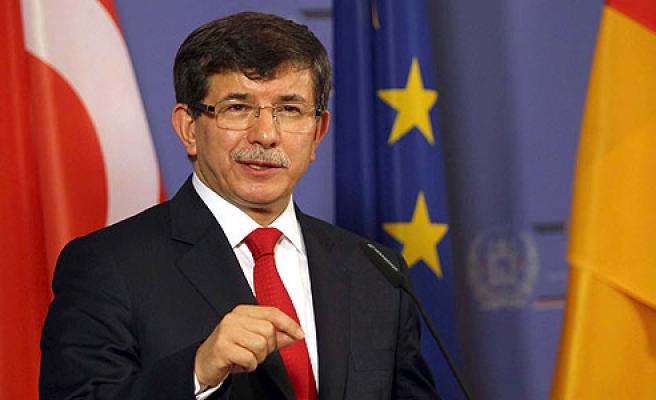 Başbakan Davutoğlu ve Juncker ortak basın toplantısı düzenledi