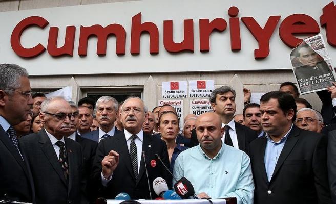 Kılıçdaroğlu Cumhuriyet gazetesini ziyaret etti