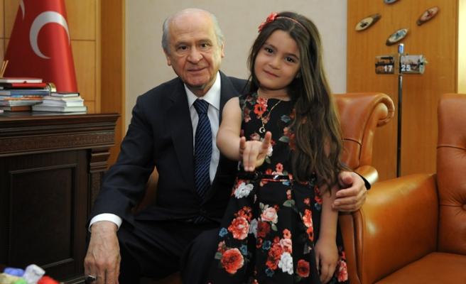 Türkmen Elif, Dedem Dediği Devlet Bahçeli'yi Ziyaret Etti