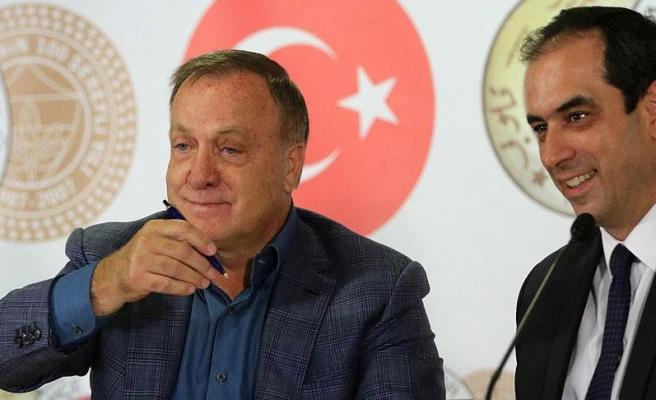 Fenerbahçe'de Advocaat imzayı attı