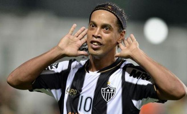 Efsane Futbolcu Ronaldinho Siyasete Giriyor