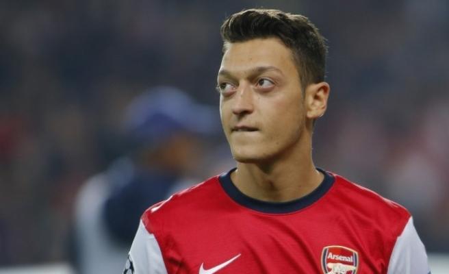 Mesut Özil'den Umre Ziyaretini Eleştiren Parti Başkanına Tokat Gibi Cevap