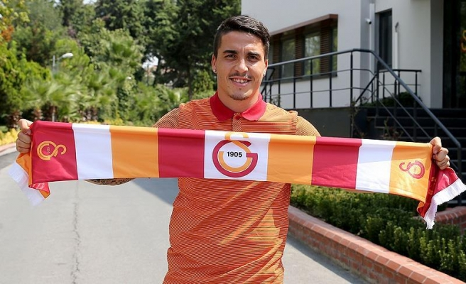 Galatasaray Josue'ye imza attırdı