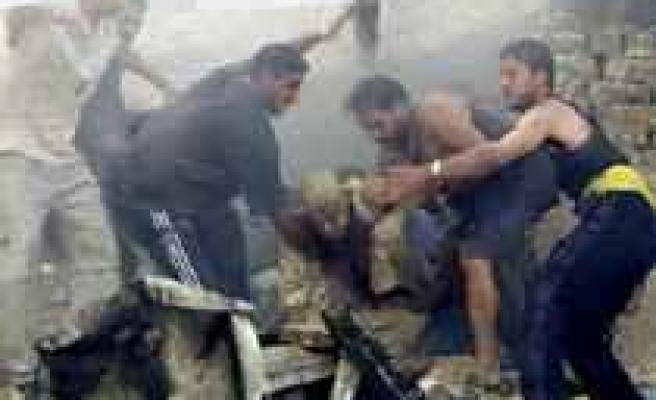 İnşaat iskelesi çöktü: 3 işçi öldü