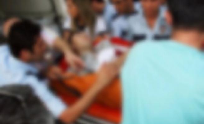 TIR, işçi minibüsüne çarptı: 2 ölü, 9 yaralı