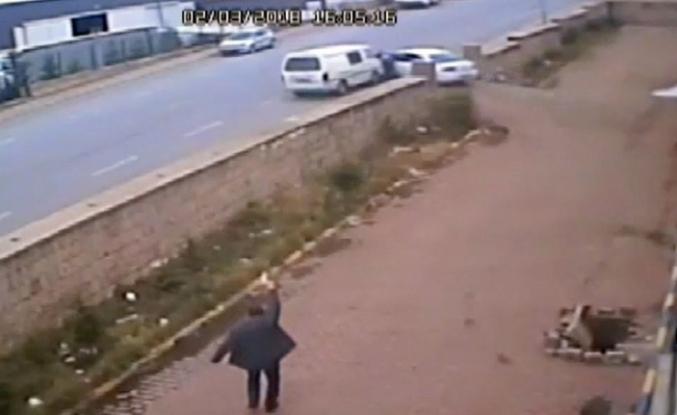 FETÖ şüphelisi, polis memurunu aracı ile sürükledi